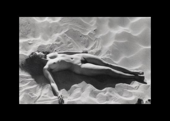 boubat, nu à la plage 1950.png