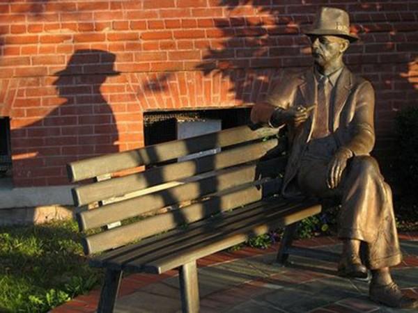 faulkner-statue-on-the-square_flickr-user-stephen_from_1971.jpg